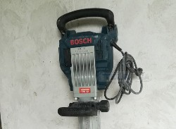 Vendo martillo Bosch GSH1628 electrico, poco uso estado impecable con maletin original $30.000 Tel.2262-566096id 63357